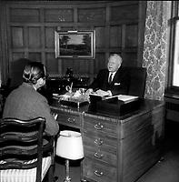Roland Michener a Rideau Hall,<br /> le 6 février 1969<br /> <br /> Photographe : Photo Moderne<br /> - Agence Quebec Presse
