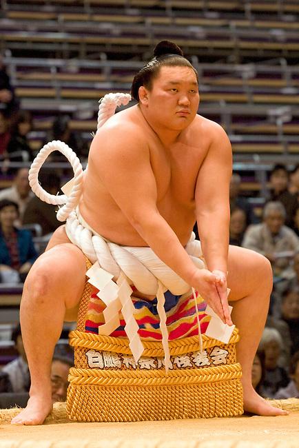 Tournoi de sumo : ceremonie le dohyo-iri du yokozuna est aussi une ceremonie religieuse shinto faite par HAKUHO Sho. ***  Dohyo-iri ceremony of the yokozuna to celebrate the tournament as a shinto tradition. Made by HAKUHO Sho
