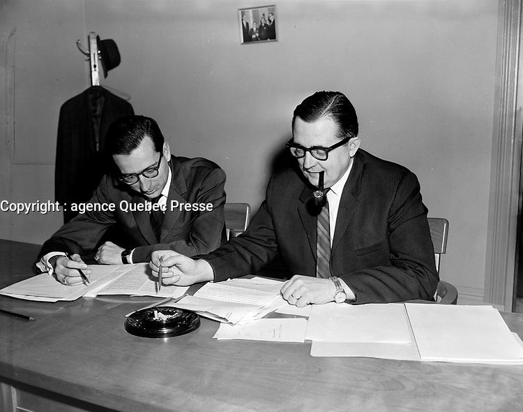 Robert Bourassa, secretaire et directeur des recherches et Marcel Belanger, president de la Commission royale d'enquete sur la fiscalité. <br />  le 4 novembre 1964<br /> <br /> Photographe : Photo Moderne<br /> - Agence Quebec Presse