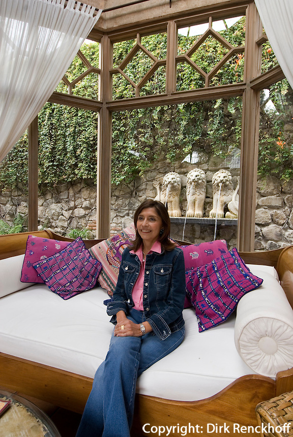 Guatemala, Besitzerin Carolina Vayssier Rubio im Hotel Lion's Inn in Antigua