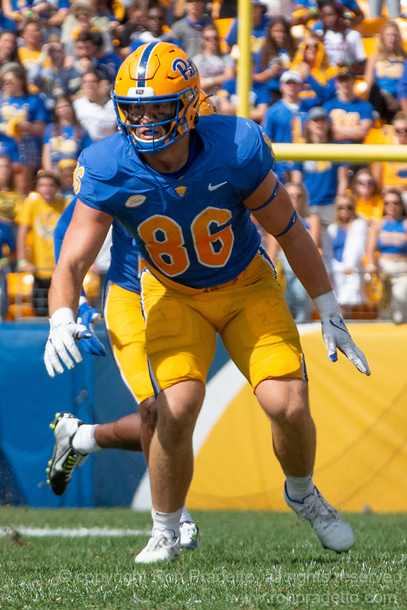 Pitt tight end Gavin Bartholomew. The Pitt Panthers defeated the New Hampshire Wildcats 77-7 at Heinz Field, Pittsburgh, Pennsylvania on September 25, 2021.
