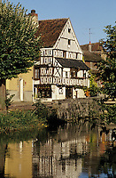 Europe/France/89/Yonne/Chablis: Vieille maison au bord du Serein