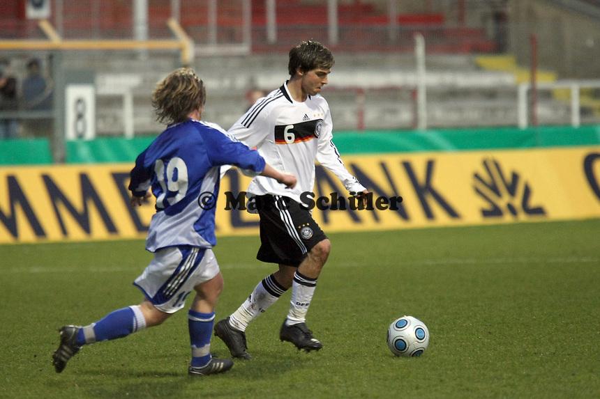 Kevin Wolze (Wolfsburg) gegen Petteri Forsell (Vaasa PS, FIN)<br /> Deutschland vs. Finnland, U19-Junioren<br /> *** Local Caption *** Foto ist honorarpflichtig! zzgl. gesetzl. MwSt. Auf Anfrage in hoeherer Qualitaet/Aufloesung. Belegexemplar an: Marc Schueler, Am Ziegelfalltor 4, 64625 Bensheim, Tel. +49 (0) 151 11 65 49 88, www.gameday-mediaservices.de. Email: marc.schueler@gameday-mediaservices.de, Bankverbindung: Volksbank Bergstrasse, Kto.: 151297, BLZ: 50960101