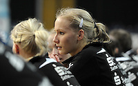 1. Bundesliga Handball Frauen - Punktspiel HC Leipzig (HCL) : DJK / MJC Trier - Arena Leipzig - im Bild: konzentriert auf der Bank - Stefanie Hummel. Foto: Norman Rembarz ..