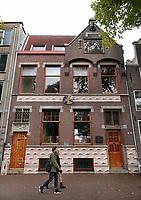 Nederland - Amsterdam- 2020.   Oostenburgergracht. Huis van kunstschilder Aat Veldhoen. Aat Veldhoen is overleden in 2018.   Foto ANP / HH / Berlinda van Dam