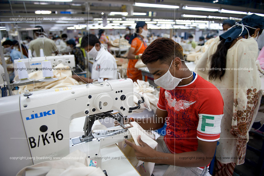 INDIA Miraj , factory Esteam produce fair trade cotton bags for discounter / INDIEN Miraj , Textilfabrik Esteam fertigt fairtrade Baumwolltaschen fuer westliche Discounter
