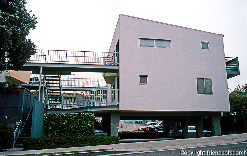 Koning Eizenberg: OP 12 in Ocean Park District, Santa Monica. 6 units of housing and interior gardens.  Photo '04.