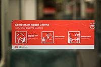 Hinweis zur Einhaltung der Maskenpflicht in den oeffentlichen Verkehrsmitteln in der Berliner S-Bahn.<br /> 31.10.2020, Berlin<br /> Copyright: Christian-Ditsch.de