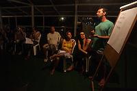 Lideranças do GTA, convidados e jornalistas conversam sobre os trabalhos para o IV Encontrão  para dar continuidade a implantação do protocolo comunitário no Arquipélago do Bailique  na foz do rio Amazonas, Amapá, Brasil.Foto Paulo Santos 11/06/2015