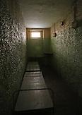 Eine Zelle im KGB-Haus _ Erstmals hat der Sitz des einstigen lettischen KGB seine Türen für die Öffentlichkeit geöffnet. Das neue Geheimdienstmuseum beschäftigt sich mit Willkür und Folter während der Sowjetzeit.