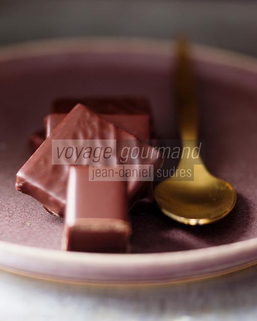 Europe/France/Ile-de-France/75/Paris:  Chocolats et Ganaches de La Maison du Chocolat - Robert Linxe - Stylisme : Valérie LHOMME  // Europe / France / Ile-de-France / 75 / Paris: Chocolates and Ganaches from La Maison du Chocolat - Robert Linxe - Styling: Valérie LHOMME