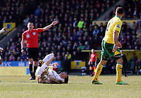 Pictured L-R: Match referee M Oliver gives a free kick to Swansea for Michu of Swansea being brought down by Bradley Johnson of Norwich. Saturday 06 April 2013<br /> Re: Barclay's Premier League, Norwich City FC v Swansea City FC at the Carrow Road Stadium, Norwich, England.