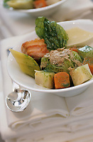 Europe/France/75/ Paris: Légumes du moment dans un bouillon court Recette de Jean Pierre Vigato restaurant Apicius 20 rue d'Artois