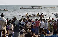 - fishermen unload the boats on the beach ....- pescatori scaricano le barche sulla spiaggia