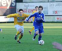 SC Wielsbeke - SK Sint-Niklaas : Tim De Meersman aan de bal voor de achtervolgende Donjet Shkodra .foto VDB / BART VANDENBROUCKE