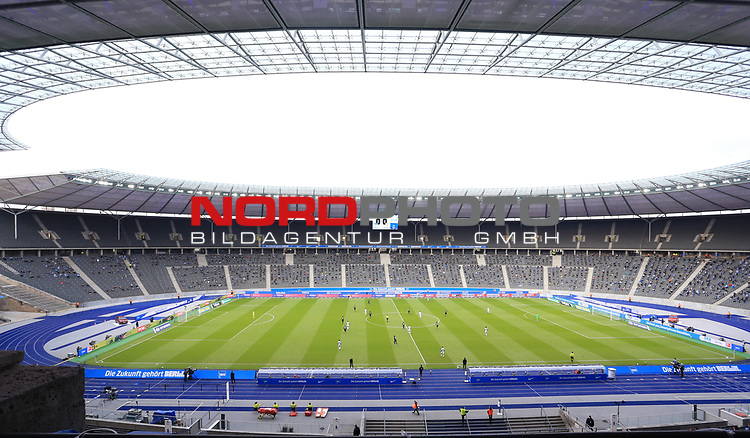 17.10.2020, OLympiastadion, Berlin, GER, DFL, 1.FBL, Hertha BSC VS. VfB Stuttgart, <br /> DFL  regulations prohibit any use of photographs as image sequences and/or quasi-video<br /> im Bild Stadioninnenansicht, Hertha-BSC-Fans<br /> <br />       <br /> Foto © nordphoto / Engler