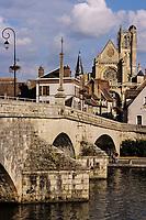 Europe/France/89/Yonne/Villeneuve sur Yonne: Le pont et l'église Notre Dame