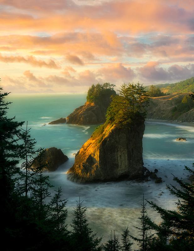 Arch Rock and sunset. Samuel H. Boardman State Park, Oregon
