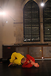Passage d'un corps....Choregraphie : Ammar Habli..Compositeur : Fernando Garnero..Avec :..Ammar Habli..Anne Rodier : Voix..Cadre : fenetre sur cour(s)..Lieu : Fondation Royaumont..Ville : Asniere sur Oise..Le : 13 12 2009..© Laurent PAILLIER / photosdedanse.com..All rights reserved....Dans le travail d'Ammar Habli on perçoit ses origines, la culture tunisienne (le soufisme des derviches tourneurs, les berceuses chantonnées...) mais aussi ses multiples expériences corporelles (jazz, hip hop, classique, arts martiaux). Il mobilise ainsi un vocabulaire qui porte toutes ces traces dans un solo qui investit largement l'espace et cherche à retrouver quelque chose de l'enfance en entrant en dialogue avec une partenaire, qui, par son chant, module, apprivoise, apaise et joue des différences de tension qui traversent son corps.