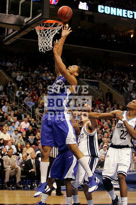 Kentucky forward Randolph Morris (33) tips the ball in the basket.  Connecticut defeated Kentucky 87-83 in the second round of the NCAA Tournament  at the Wachovia Center in Philadelphia, Pennsylvania on March 19, 2006.