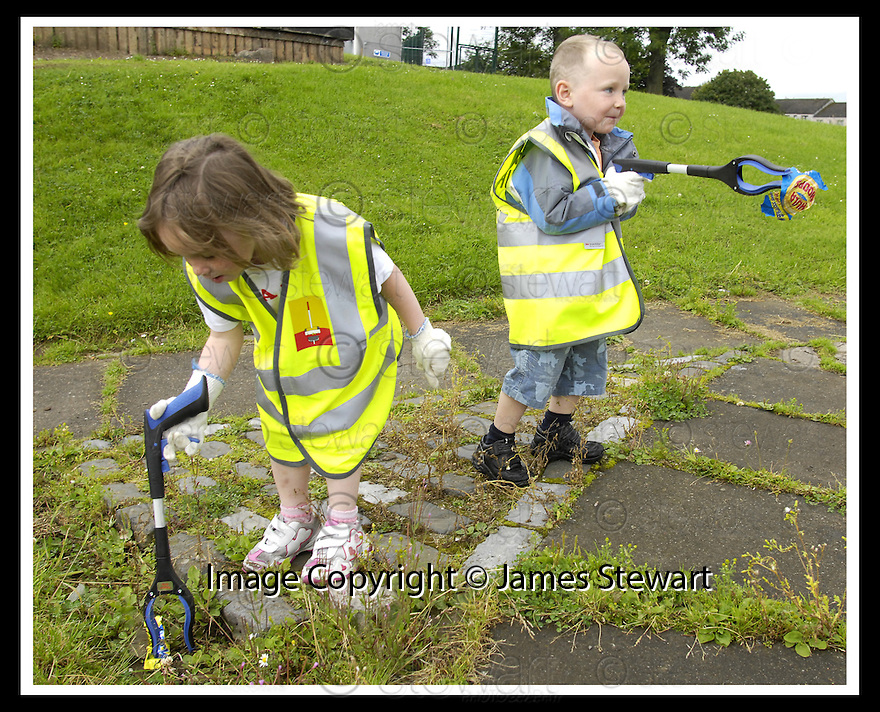 """25/07/2007       Copyright Pic: James Stewart.File Name : jspa08_denny.DENNY RESIDENTS """"BOLD"""" LITTER COLLECTING GROUP......James Stewart Photo Agency 19 Carronlea Drive, Falkirk. FK2 8DN      Vat Reg No. 607 6932 25.Office     : +44 (0)1324 570906     .Mobile   : +44 (0)7721 416997.Fax         : +44 (0)1324 570906.E-mail  :  jim@jspa.co.uk.If you require further information then contact Jim Stewart on any of the numbers above........."""