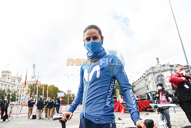 Movistar Team Women at sign on before the start of Stage 3 of the CERATIZIT Challenge by La Vuelta 2020, running 98.6km around the streets of Madrid, Spain. 8th November 2020.<br /> Picture: Antonio Baixauli López/BaixauliStudio | Cyclefile<br /> <br /> All photos usage must carry mandatory copyright credit (© Cyclefile | Antonio Baixauli López/BaixauliStudio)