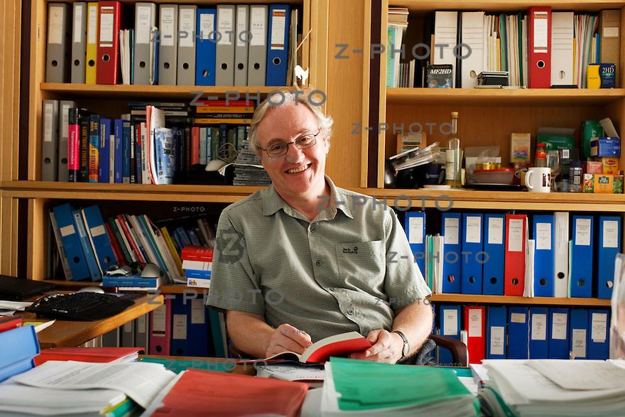 Interview mit Prof. Dr. Ernst Fehr am 14. Juli 2009 im Institut fuer Empirische Wirtschaftsforschung, Universitaet Zuerich<br /> <br /> Copyright © Zvonimir Pisonic