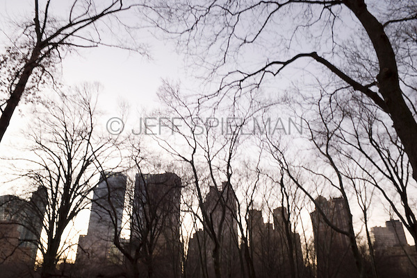 AVAILABLE FROM WWW.PLAINPICTURE.COM FOR LICENSING.  Please go to www.plainpicture.com and search for image # p5690256.<br /> <br /> Central Park on a Late Winter Afternoon Looking Towards Buildings in Midtown Manhattan, New York City, New York State, USA