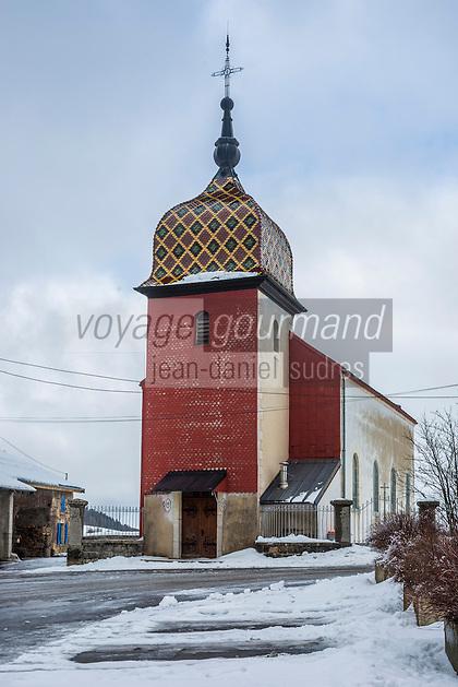 Europe/France/Franche-Comté/25/Doubs/Remoray-Boujeons: L'église de Boujeons et son clocher-porche est recouvert de tavaillons de métal rouge //   France, Doubs, Remoray Boujeons: The  Boujeons church, its bell tower is covered with shingles red metal