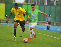 BARRANCABERMEJA- COLOMBIA - 23 - 07 -2016: Juan Arboleda (Izq.) jugador de Alianza Petrolera, disputa el balón con Dario Rodriguez (Der.) jugador de Atletico Bucaramanga, durante partido Alianza Petrolera y Atletico Bucaramanga, por la fecha 5 por la Liga Aguila II 2016 en el estadio Daniel Villa Zapata en la ciudad de Barrancabermeja. / Juan Arboleda (L) player of Alianza Petrolera, figths the ball with Dario Rodriguez (R) player of Atletico Bucaramanga, during a match between Alianza Petrolera and Atletico Bucaramanga, for date 5 of the Liga Aguila II 2016 at the Daniel Villa Zapata stadium in Barrancabermeja city. Photo: VizzorImage  / Jose D Martinez / Cont.