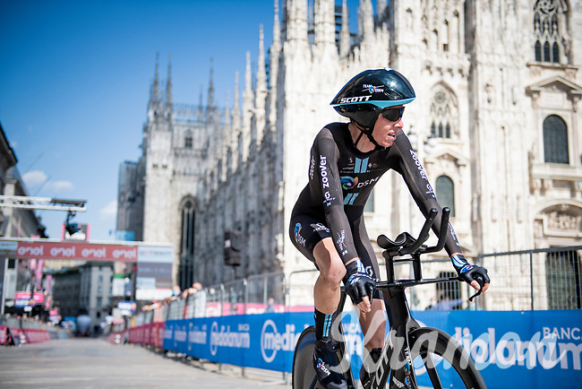 Romain Bardet (FRA/DSM) finishing in front of the mighty Duomo in Milano<br /> <br /> 104th Giro d'Italia 2021 (2.UWT)<br /> Stage 21 (final ITT) from Senago to Milan (30.3km)<br /> <br /> ©kramon