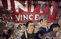 SESTO SAN GIOVANNI (MI) - 28 AGOSTO 2011.UN VECCHIO MURALES DEGLI ANNI 1970 SUL MURO DI UN'AREA INDUSTRIALE DISMESSA..FOTO LIVIO SENIGALLIESI