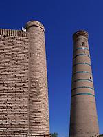 Minarett in Xiva, Usbekistan, Asien, UNESCO-Weltkulturerbe<br /> Minaret, historic city Ichan Qala, Chiwa, Uzbekistan, Asia, UNESCO heritage site