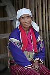 Myanmar, (Burma), Shan State, Kengtung: Palaung tribe woman with metal band around waist | Myanmar (Birma), Shan Staat, Kengtung: Frau des Palaung Volksstammes traegt ein metallenes Band um die Taille