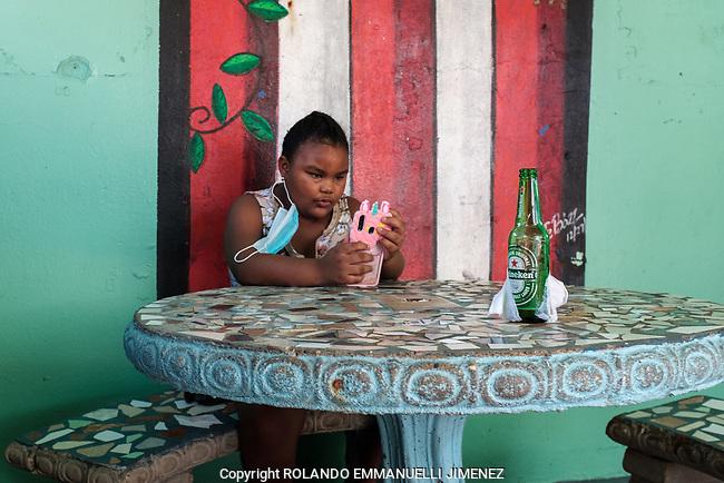 El Boricua en Piñones #streets #streetphotography #piñones #loiza #puertorico #laespera #largafila #documentaryphotography