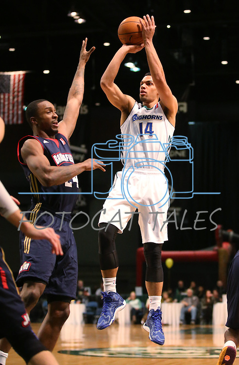 Reno Bighorns' Trent Lockett shoots over Bakersfield Jam's Von Wafer during a D-League basketball game in Reno, Nev., on Tuesday, Jan. 14, 2014. The Bighorns won 93-85.<br /> Photo by Cathleen Allison
