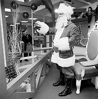 Noel entre 1967 et 1972<br /> <br /> vintage Christmas around 1970<br /> <br /> PHOTO :  Agence Quebec Presse <br />  -  Alain Renaud