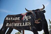 France/13/Bouches du Rhone/Camargue/Parc Naturel Régionnal de Camargue/Saintes Maries de la Mer: Panneau de la  Manade des Baumelles.
