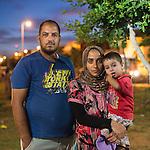 13 septiembre 2015. Nador. Marruecos.<br /> Ridchuan, herido de la guerra en Siria, su mujer Nadia y su hijo Mohammed, esperan en Nador (Marruecos) la oportunidad de cruzar el paso fronterizo y llegar a Melilla. Salieron de Siria hace dos años por culpa de la guerra. El padre trabajaba como comerciante. Les gustaría llegar a Alemania. La ONG Save the Children exige al Gobierno español que tome un papel activo en la crisis de refugiados y facilite el acceso de estas familias a través de la expedición de visados humanitarios en el consulado español de Nador. Save the Children ha comprobado además cómo muchas de estas familias se han visto forzadas a separarse porque, en el momento del cierre de la frontera, unos miembros se han quedado en un lado o en el otro. Para poder cruzar el control, las mafias se aprovechan de la desesperación de los sirios y les ofrecen pasaportes marroquíes al precio de 1.000 euros. Diversas familias han explicado a Save the Children cómo están endeudadas y han tenido que elegir quién pasa primero de sus miembros a Melilla, dejando a otros en Nador. © Save the Children Handout/PEDRO ARMESTRE - No ventas -No Archivos - Uso editorial solamente - Uso libre solamente para 14 días después de liberación. Foto proporcionada por SAVE THE CHILDREN, uso solamente para ilustrar noticias o comentarios sobre los hechos o eventos representados en esta imagen.<br /> Save the Children Handout/ PEDRO ARMESTRE - No sales - No Archives - Editorial Use Only - Free use only for 14 days after release. Photo provided by SAVE THE CHILDREN, distributed handout photo to be used only to illustrate news reporting or commentary on the facts or events depicted in this image.