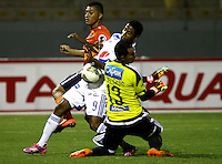 TRUJILLO- PERU - 28-08-2014: Andy Parado (Izq.) jugador de Universidad Cesar Vallejo de Peru, disputa el balón con Luis Delgado (Der.) jugador Millonarios de Colombia durante partido de vuelta entre Universidad Cesar Vallejo de Peru y Millonarios de Colombia de la primera  fase, llave 14 de la Copa Total Suramericana en el estadio Mansiche, de, de la ciudad de Trujillo.  / Andy Parado (L) player Universidad Cesar Vallejo of Peru, vies for the ball with Luis Delgado (R) player of Millonarios of Colombia, during a match of the second leg between Universidad Cesar Vallejo of Peru and Millonarios of Colombia for the first phase, key 14 of the Copa Total Suramericana in the Mansiche stadium in Trujillo city. Photos: Diario Libero / Photogamma / VizzorImage.