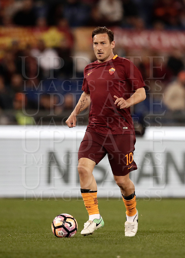 Calcio, Serie A: Roma, stadio Olimpico, 1 aprile, 2017.<br /> Roma's Francesco Totti in action during the Italian Serie A football match between Roma and Empoli at Olimpico stadium, April 1, 2017<br /> UPDATE IMAGES PRESS/Isabella Bonotto