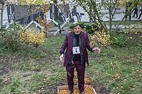 """Das Landesdenkmalamt Berlin hat das """"Parlament der Baeume"""" des Kuenstler Ben Wagin und das Mauer-Mahnmal des deutschen Bundestages als Teil des Denkmalbereichs Berliner Mauer unter Schutz gestellt.<br /> Der Buergermeister und Senator fuer Kultur und Europa von Berlin, Dr. Klaus Lederer, hat aus Anlass der Unterschutzstellung und am Vortag des Jahrestages des Mauerfalls vom 9. November 1989 das """"Parlament der Baeume"""" besucht.<br /> Im Bild: Der Kuenstler Ben Wagin. Freunde haben ihn zuvor zum lebenden Denkmal gekuert.<br /> 8.11.2017, Berlin<br /> Copyright: Christian-Ditsch.de<br /> [Inhaltsveraendernde Manipulation des Fotos nur nach ausdruecklicher Genehmigung des Fotografen. Vereinbarungen ueber Abtretung von Persoenlichkeitsrechten/Model Release der abgebildeten Person/Personen liegen nicht vor. NO MODEL RELEASE! Nur fuer Redaktionelle Zwecke. Don't publish without copyright Christian-Ditsch.de, Veroeffentlichung nur mit Fotografennennung, sowie gegen Honorar, MwSt. und Beleg. Konto: I N G - D i B a, IBAN DE58500105175400192269, BIC INGDDEFFXXX, Kontakt: post@christian-ditsch.de<br /> Bei der Bearbeitung der Dateiinformationen darf die Urheberkennzeichnung in den EXIF- und  IPTC-Daten nicht entfernt werden, diese sind in digitalen Medien nach §95c UrhG rechtlich geschuetzt. Der Urhebervermerk wird gemaess §13 UrhG verlangt.]"""