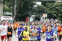 SÃO PAULO, SP, 17.05.2015 - MARATONA-SP - Corredores durante 21ª edição da Maratona Internacional de São Paulo, no Túnel Tribunal de Justiça no bairro da Vila  Mariana região sul da cidade de São Paulo neste domingo, 17. (Foto: Marcos Moraes / Brazil Photo Press).