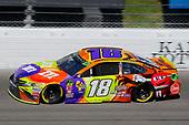 #18: Kyle Busch, Joe Gibbs Racing, Toyota Camry M&M's Halloween
