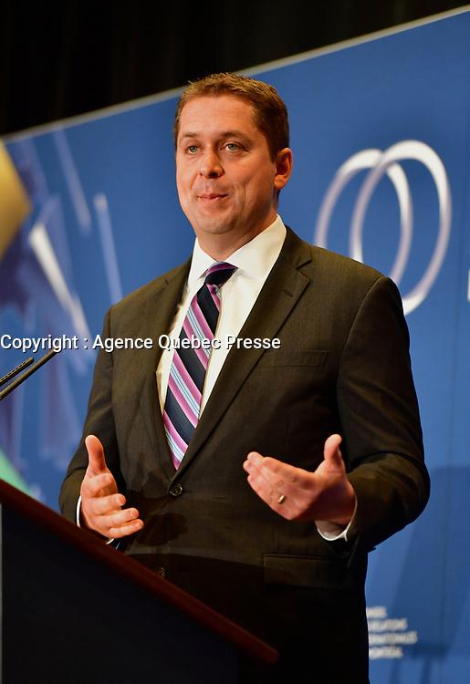 le chef du parti  conservateur andrew Scheer<br /> a la tribune du CORIM, le 7 mai 2019<br /> <br /> PHOTO : Agence Quebec Presse