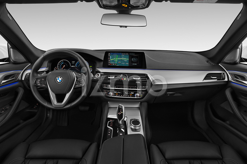 Stock photo of straight dashboard view of a 2018 BMW 5 Series Plug-In Hybrid 530e Sport 4 Door Sedan