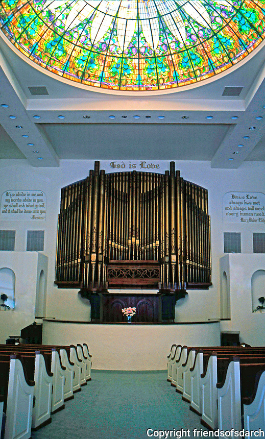 Irving Gill: Christian Science Church Interior. 900 seat, no supporting columns, art glass dome. (Photo 2000)