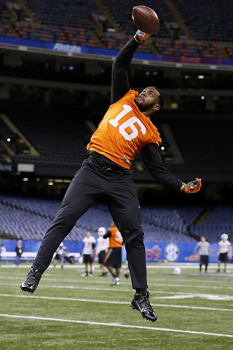 Oklahoma State safety Deric Robertson (16) catches the ball during an NCAA college football practice, Wednesday, Dec. 30, 2015, in New Orleans. Oklahoma State is set to face Mississippi in the Sugar Bowl on New Year's Day. (AP Photo/Jonathan Bachman)