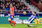 Fernando Torres of Atletico de Madrid (L) fights for the ball with Ruben Duarte of Deportivo Alaves during the La Liga 2017-18 match between Atletico de Madrid and Deportivo Alaves at Wanda Metropolitano Stadium on 16 December 2017 in Madrid, Spain. Photo by Diego Souto / Power Sport Images