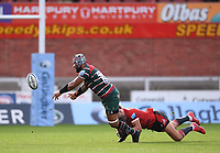 30th August 2020; Kingsholm Stadium, Gloucester, Gloucestershire, England; English Premiership Rugby, Gloucester versus Leicester Tigers; Billy Twelvetrees of Gloucester tackles Jordan Taufua of Leicester Tigers as he offloads in the tackle